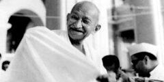 30 يناير ذكرى اغتيال السياسي المهاتما غاندي محرر الهند على يد أحد الهندوس المتطرفين